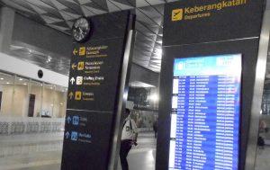 Bandara Soekarno-Hatta adalah bandara yang sibuk. Setiap menit ada pergerakan pesawat take-off dan landing. Dengan demikian diperlukan kecepatan dan kecermatan berfikir dan kesigapan bertindak pada pilot dan ATC dalam menjalankan prosedur keselamatan.