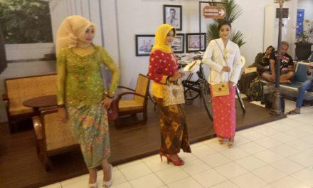 8 Wanita Cantik Lenggak Lenggok di Ruang Tunggu Bandara Ahmad Yani