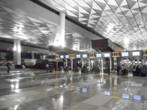 "Terminal 3 Utimate bandara Soekarno-Hatta di lobbi dalam memang ""keren"" dan ""lapang"" menyenangkan penggunanya…(foto:AH)"