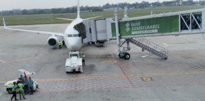 Ilustrasi. Pssawat sedang dilayani di bandara Palembang, Sumatra Selatan.(Foto:AH)